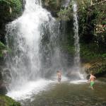 Kalme en rustige watervallen